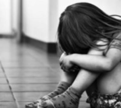 Condenan a mujer que permitía que su hija sea violada