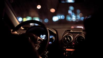 Regulaciones a MUV y Uber, de la polémica al papel
