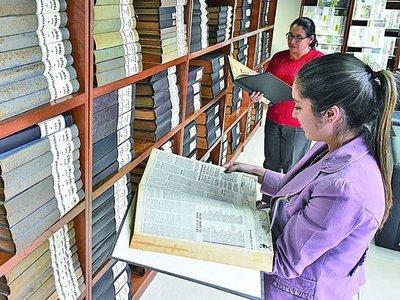 Biblioteca recibe 100 años de historia en periódicos nacionales
