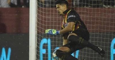 HOY / Arquero paraguayo obra la eliminación del campeón argentino
