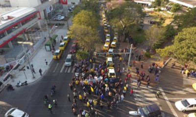 """HOY / Fiscalía advierte a taxistas: """"No son intocables, no pueden cerrar todas las calles"""""""