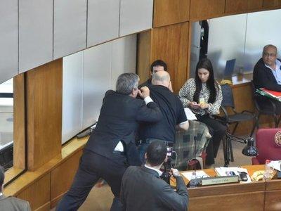 Senado definirá este martes sanciones para Riera y Cubas