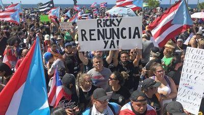 Cientos de miles exigen renuncia del gobernador de Puerto Rico