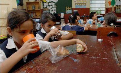 Reclaman distribución de merienda escolar