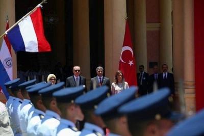 HOY / Abdo y frondosa comitiva van a Turquía en busca de negocios y ensanchar 'feeling' político
