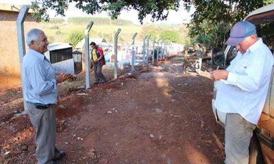 Construyen cercado perimetral en cementerio de Presidente Franco