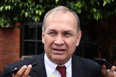 Ferreiro pide cordura ante anuncio de huelga de taxistas