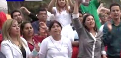 Funcionarios llegan a acuerdo con autoridades y levantan huelga en Clínicas