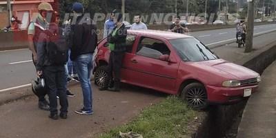 AUTOMÓVIL FUE A PARAR A LA BANQUINA TRAS SER EMBESTIDO SOBRE RUTA N° 6