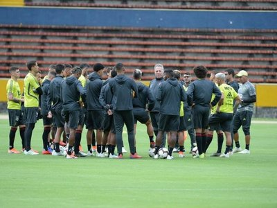 Flamengo presenta dos bajas para duelo ante Emelec