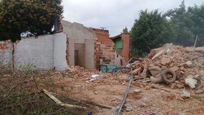 Municipalidad: Quisieron demoler resto de depósito privado y derribaron una cocina comedor