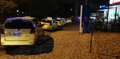 HOY / Policías ya están en las calles: arrestarán a taxistas que cierren el paso