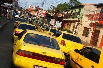 Policía garantiza libre tránsito durante el paro de taxistas