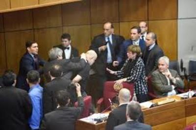 En sesión extra, Cámara de Senadores analizará sanciones para Riera y Cubas