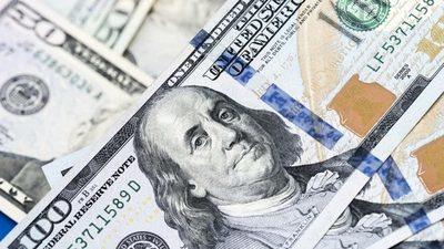 El dólar se ubica en el nivel más bajo del año