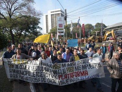 Taxistas realizan cierres intermitentes en la avenida Mariscal López
