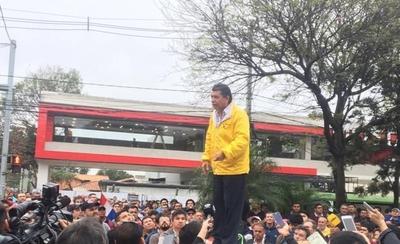 """HOY / Arístides Morales azuza a taxistas: """"Nos quieren sacar las paradas"""""""
