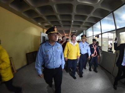 Protesta de taxistas: Detienen a 7 líderes y sigue el bloqueo de calle