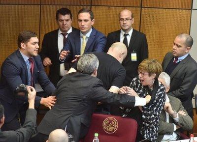 Senado suspende a Paraguayo Cubas por segunda vez