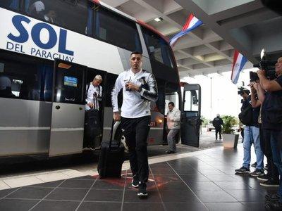 Libertad partió rumbo a Porto Alegre con 22 futbolistas