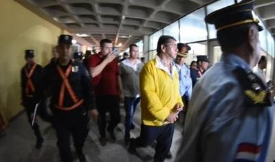 Imputan a taxistas por perturbación de la paz pública y resistencia