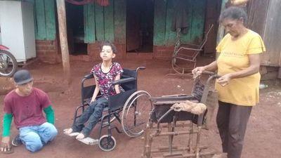 Itapua: Joven con discapacidad donó una silla de ruedas a una niña
