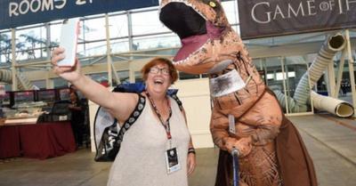 Dinosaurio deja mal a la Policía