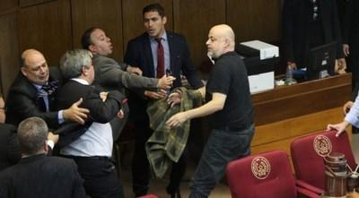 Paraguayo Cubas y Enrique Riera suspendidos 60 días, ingresan Kencho y Retamozo