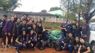 """Dos grupos juveniles culminaron campaña """"Abrigar es Amar"""""""
