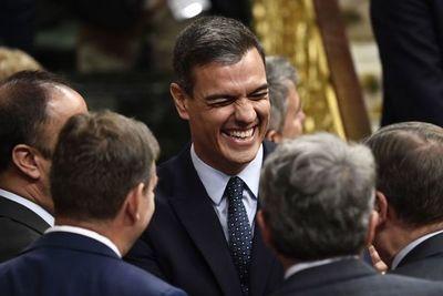 Socialistas y Podemos negocian discretamente para investir a Sánchez