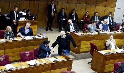 Senado suspende por 60 días a Payo Cubas y Enrique Riera