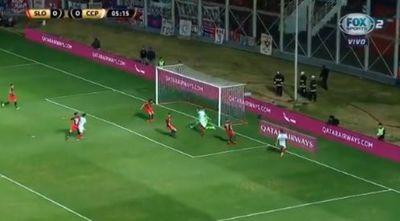 ¡El gol que erró Larrivey!
