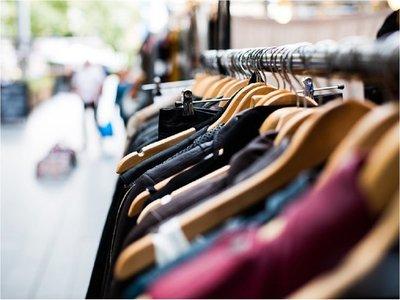 Policía investiga supuesto esquema que lucra con ropas robadas