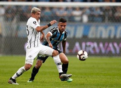 Grêmio dio cátedra copera y pisó a Libertad