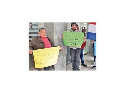 Afectados por Costanera exigen viviendas