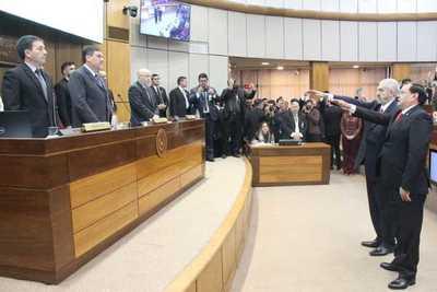 Retamozo y Rodríguez juran como senadores en reemplazo de Cubas y Riera