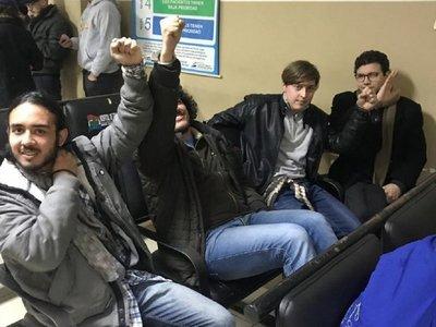 Fueron liberados jóvenes que se manifestaron contra acuerdo sobre Itaipú