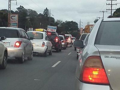 """""""Desastre ko Marito"""": Aprovechaba cada semáforo para sacar su llamativo cartel"""