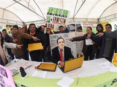 Petta pide que se lo investigue por la licitación de laptops