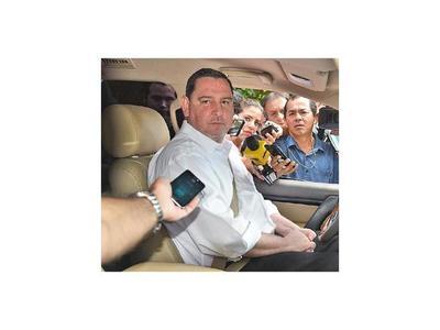 El senador Zacarías Irún y su esposa se abstienen de declarar ante agente fiscal