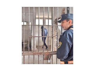 Imputan y piden prisión para joven por asalto a estudiante