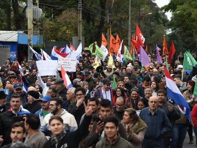 Partidos opositores marcharon contra acuerdo secreto sobre Itaipú