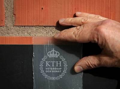 Crean madera translúcida que reemplazaría al vidrio
