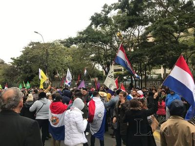 Convocan a movilización frente a la ANDE contra acuerdo bilateral
