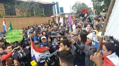 El pueblo paraguayo defendió el acuerdo del 2007