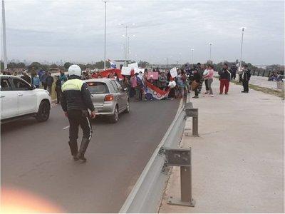Bañadenses se movilizan para exigir viviendas y cierran Costanera Norte