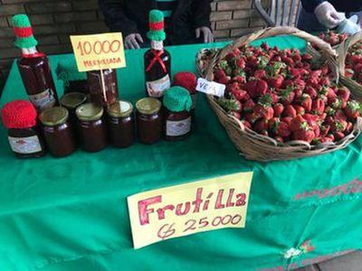 Feria de orquídeas y frutillas por el día de la amistad
