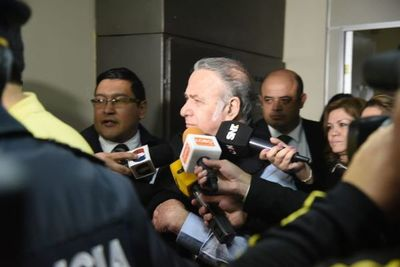 González Daher y su hijo inician camino para volver a sus casas