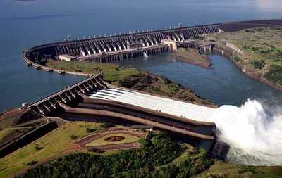 Gobierno convocará a todos los sectores para aportar a revisión del tratado de Itaipu, indicó asesor