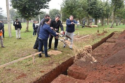 Comenzó construcción de dos aulas en Santiago
